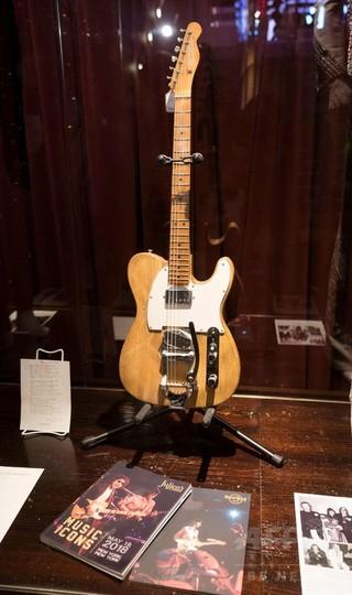 ボブ・ディランがロック転換期に使用したギター、5400万円で落札