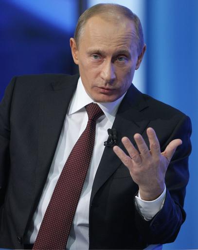 プーチン露首相、次期大統領選出馬の可能性を示唆