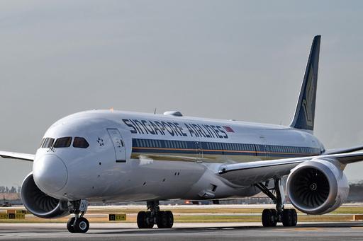 シンガポール航空機内に謎のカメラ、設置の意図いぶかる声