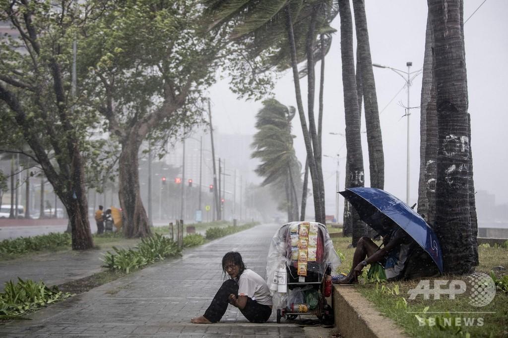 台風直撃のフィリピンで土砂崩れ 30人生き埋めか