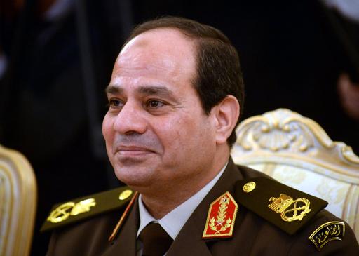 エジプト国防相に再任のシシ氏、大統領選出馬を改めて示唆