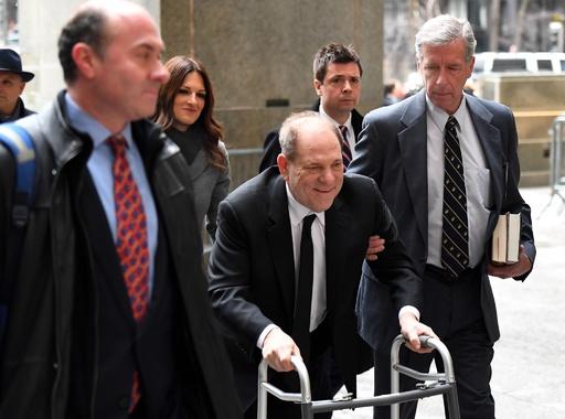 ワインスタイン裁判、米NYで始まる LAでも新たに起訴