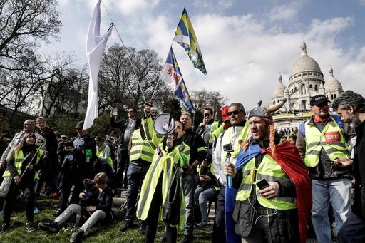 仏各地で19週目の「黄ベスト運動」 パリに警官6000人 略奪再発防ぐ