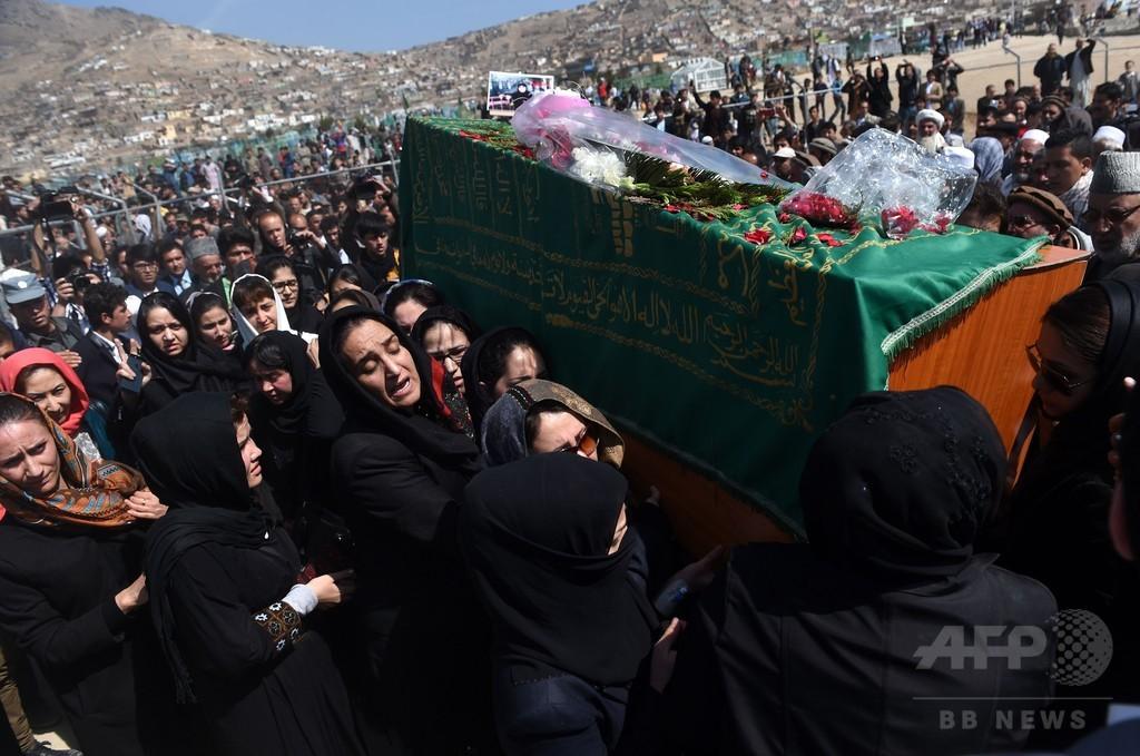 コーラン焼却疑い女性撲殺、葬儀で女性らが異例の抗議 アフガン