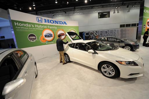 ハイブリッドスポーツカー、ホンダが「CR-Z」でトヨタに先行 米国で今夏発売