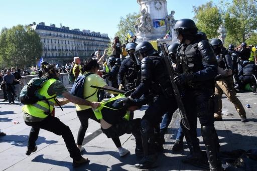 仏「黄ベスト」23週目、パリで200人以上逮捕 ノートルダム大聖堂周辺はデモ禁止に