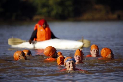 ナイル川を泳いで横断、スーダン駐在のオランダ大使