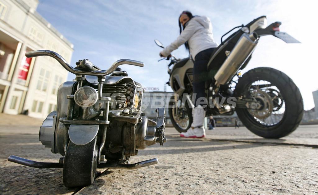 時速20キロ、極小サイズの「マイクロバイク」