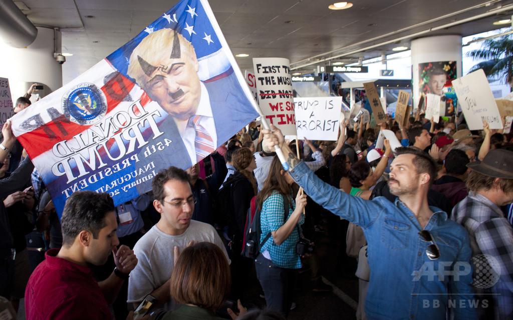 米トランプ政権、入国制限で方針変更「永住者は適用外」