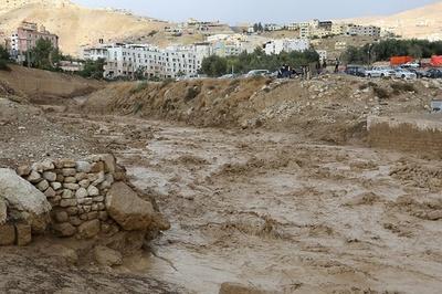 ヨルダンのペトラ遺跡で鉄砲水、12人死亡 行方不明者の捜索続く