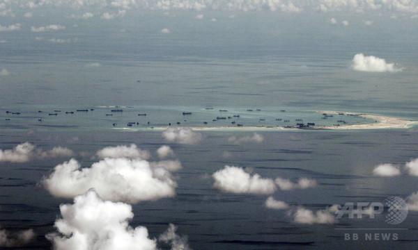 中国の海洋進出にロケット弾を向けるベトナム