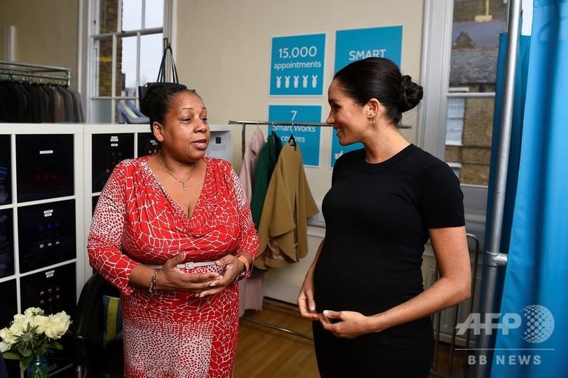 ふっくらおなかの英メーガン妃、ロンドンの慈善団体を訪問