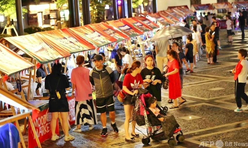 中国の中小都市で消費盛り上がる 若者は買い物や旅行