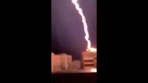 動画:ギリシャ人気観光地で急な嵐、子供2人含む7人死亡  落雷の瞬間捉えた映像