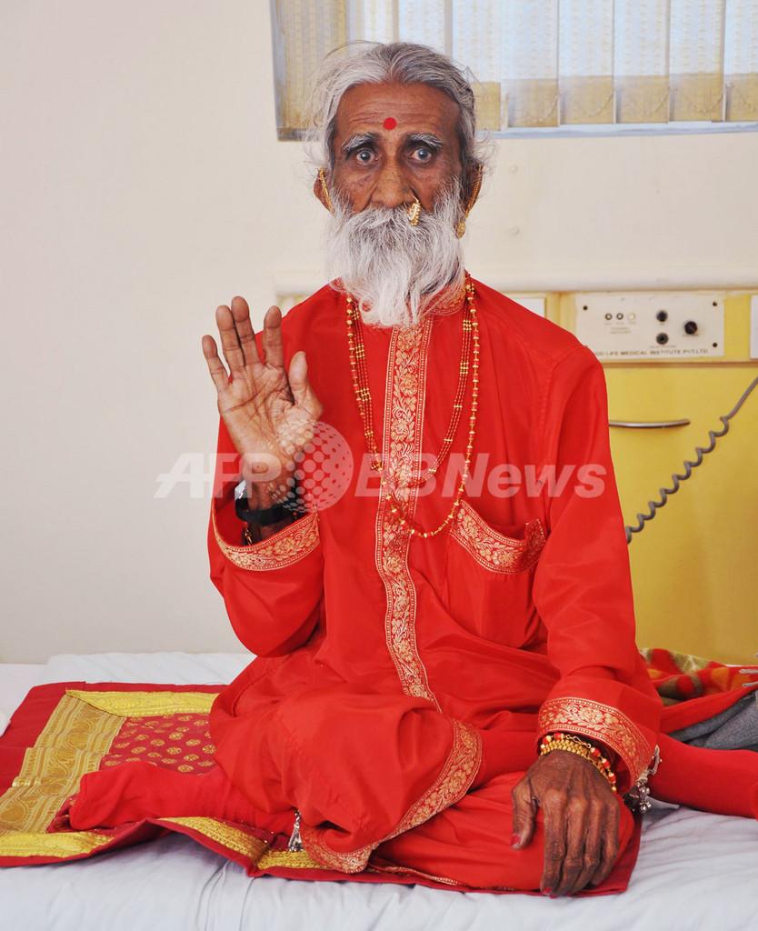 70年間断食は本当? 聖者の「ヨガパワー」を検証中、インド