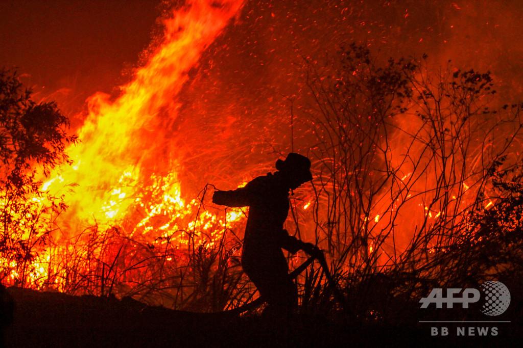 インドネシアで森林火災急増 マレーシアにスモッグ広がる