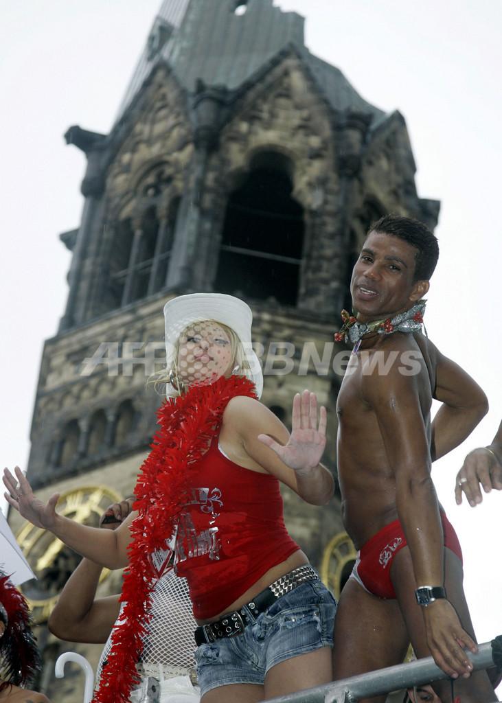 ベルリンのゲイパレードに40万人