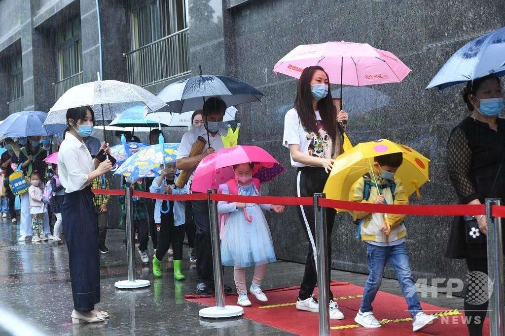 授業を再開した重慶市の幼稚園、感染症対策が前提