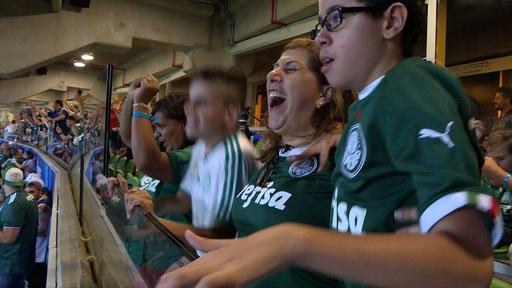 「ゴ―――ル!」 盲目の息子に試合実況する母 ブラジル