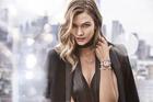 「スワロフスキー」の新アンバサダー、スーパーモデルのカーリー・クロスに注目