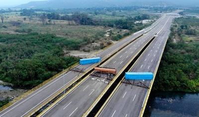 ベネズエラ軍が橋を封鎖、人道支援物資の搬入を阻止へ