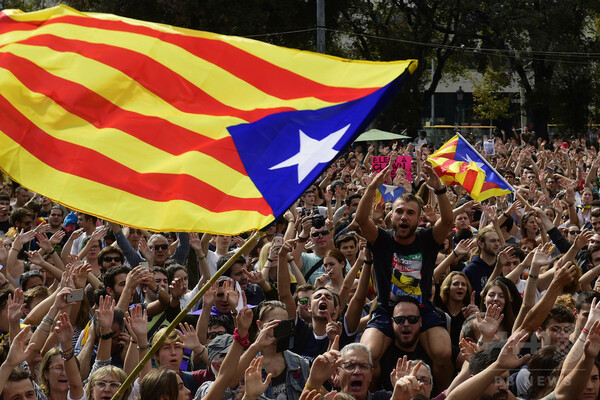 カタルーニャがゼネスト実施へ、スペイン警察に抗議 大学や観光名所も
