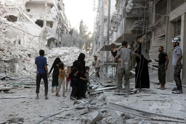 シリア北部アレッポ、政府・ロシア軍の空爆激化 市民45人死亡