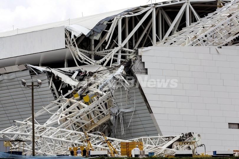 建設中のW杯会場でクレーン倒壊、2人死亡 ブラジル