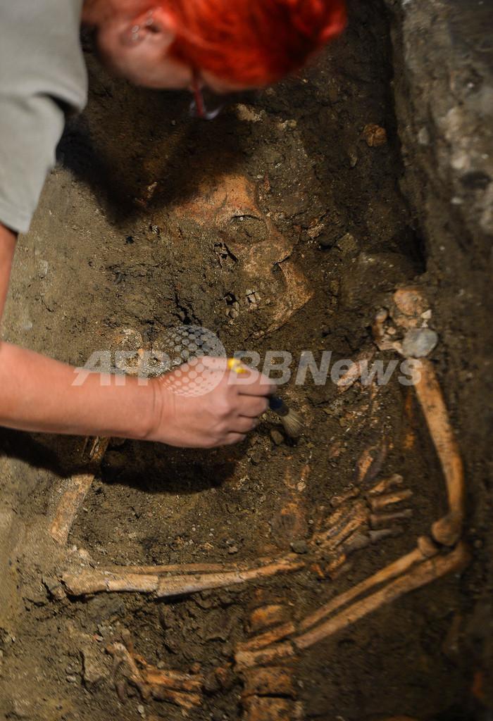 「モナリザ」の遺骨を発見か、イタリア修道院で発掘調査
