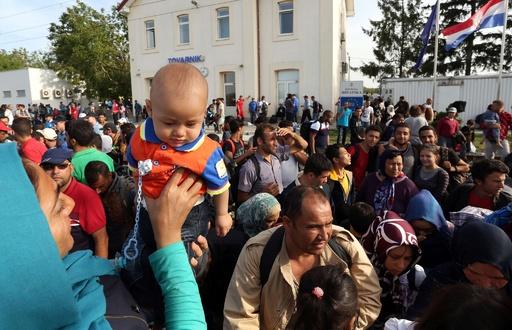 クロアチア、今後2週間で移民2万人流入の見通し