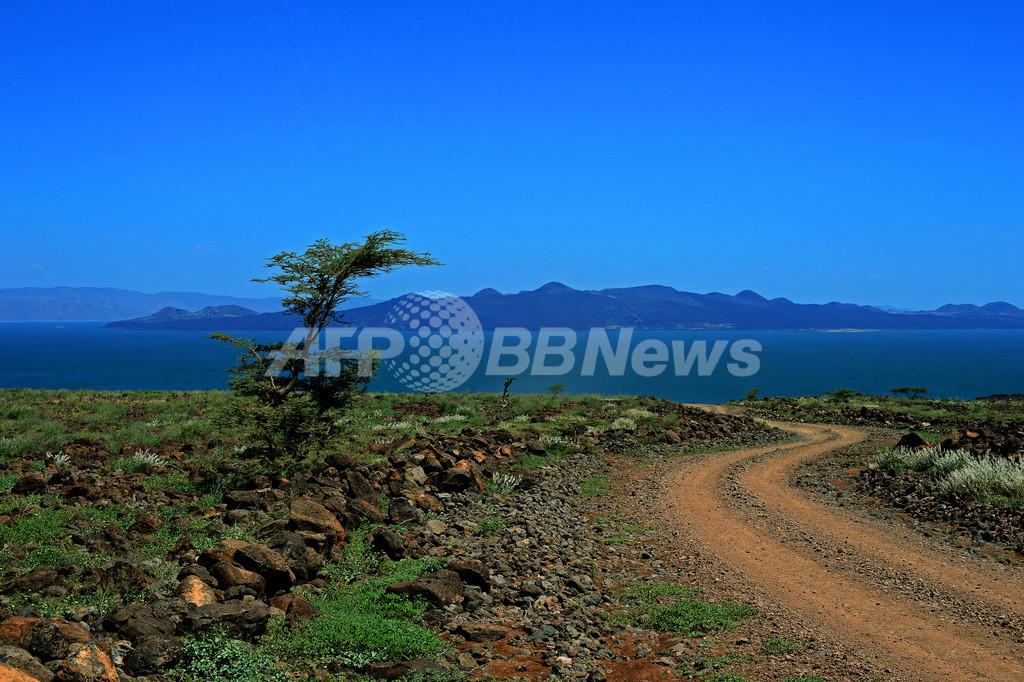 世界最大の砂漠湖を脅かす隣国のダム、ケニア
