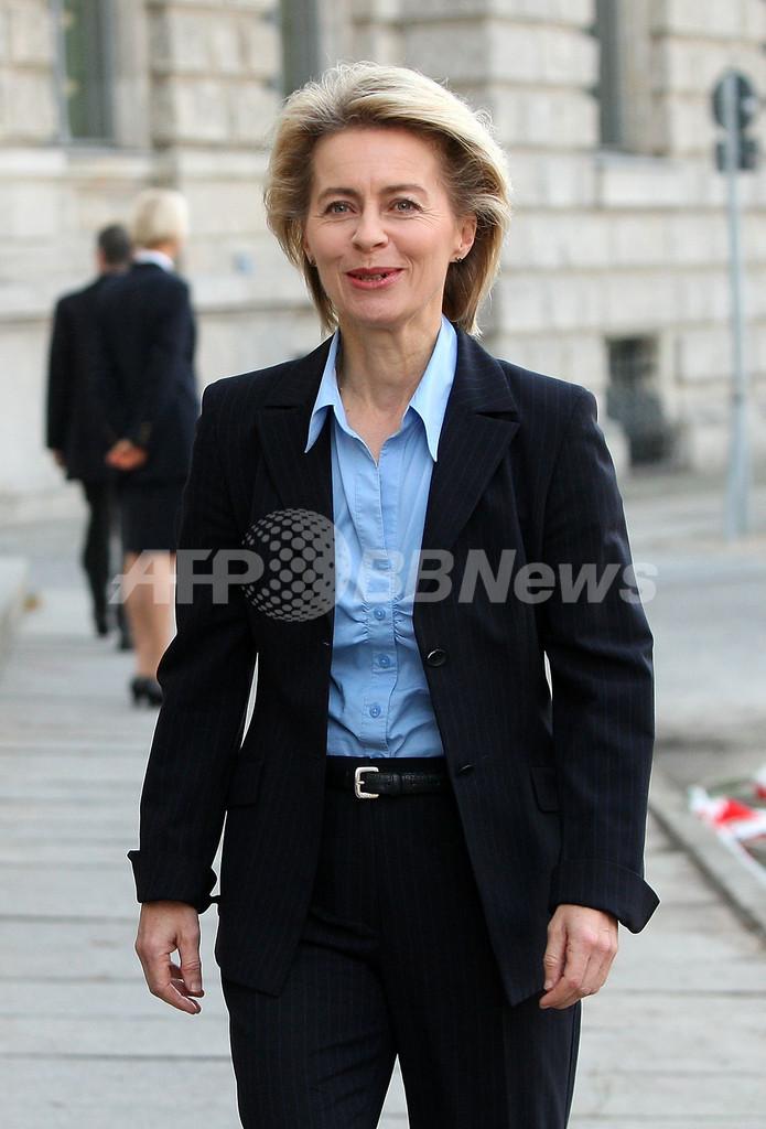 独初の女性国防相に7児の母、第3次メルケル政権の閣僚人事発表