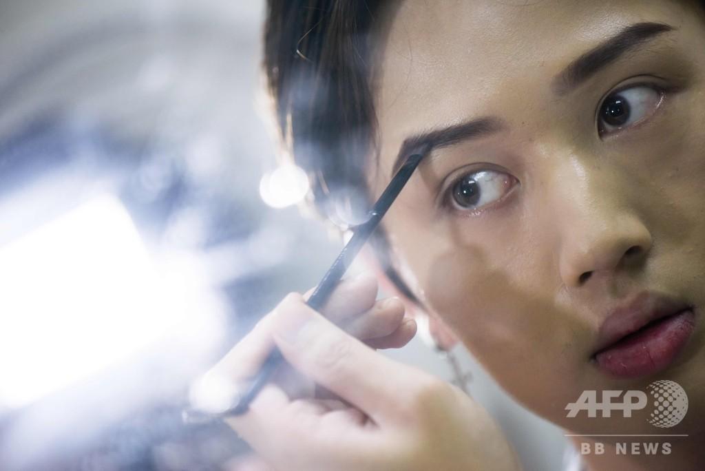 中国で男性化粧品ブーム、存在感高まる美男ブロガーたち