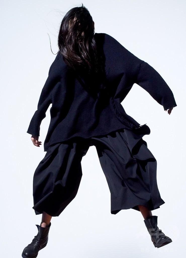 """ジッパーや切りっぱなしで""""偶発性の美""""を表現、「B Yohji Yamamoto」"""