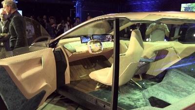 動画:BMW、新型の自動運転EV「iNEXT」披露 テスラとの競合意識