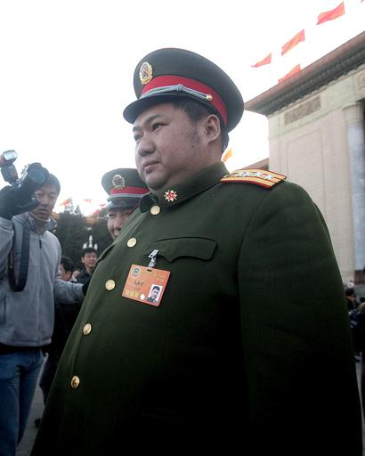 毛沢東主席の孫、趣味は扇子集めとカラオケ・バー通い