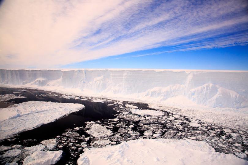 未知の海洋生態系、南極で調査開始 棚氷の下に最大12万年潜む