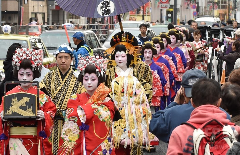 東京・浅草で「おいらん道中」 写真5枚 国際ニュース:AFPBB News