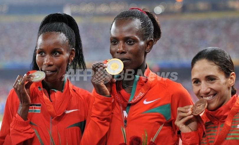 ジェリモ 女子800メートルで金メ...