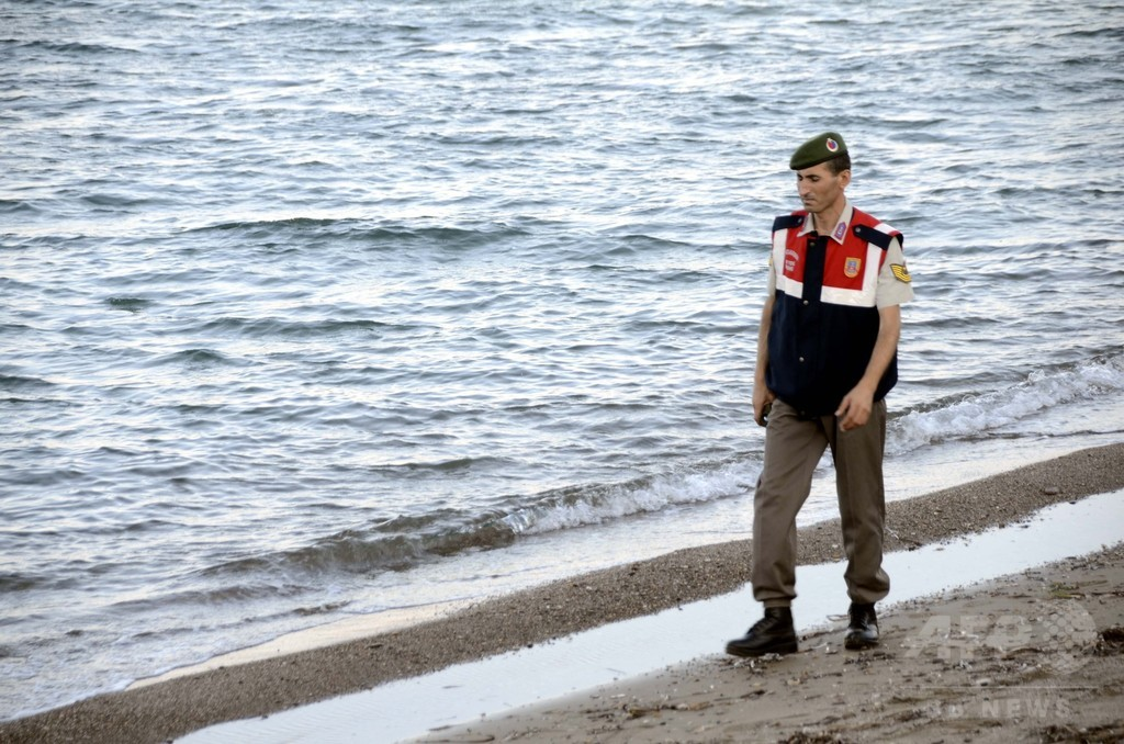 シリア男児遺体発見の警官「自分の息子のこと思った」