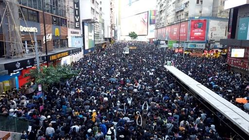 動画:香港で大規模デモ、80万人が参加 主催者発表