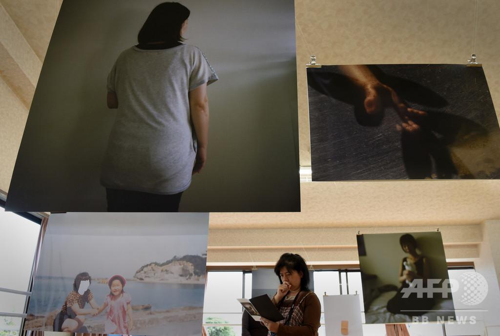写真集の中の「虐待された私」、今も必死に生きている つながる当事者たち