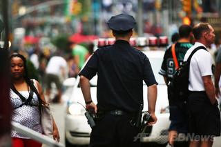 NY市警の「ツイッター広報」裏目に、警官の暴力写真であふれる