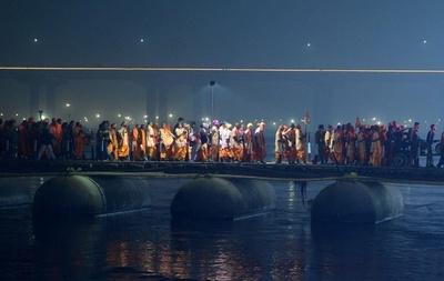 世界最大の宗教祭「クンブメーラ」目前、ヒンズー教徒が聖なる川へ