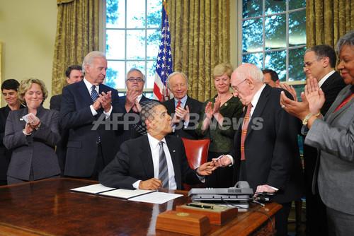 同性愛の政府職員パートナーの手当を拡充、オバマ大統領