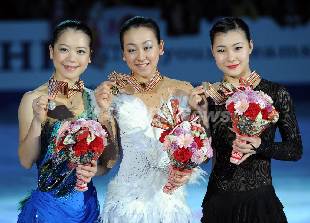 浅田真央が優勝、表彰台を日本勢が独占 四大陸選手権