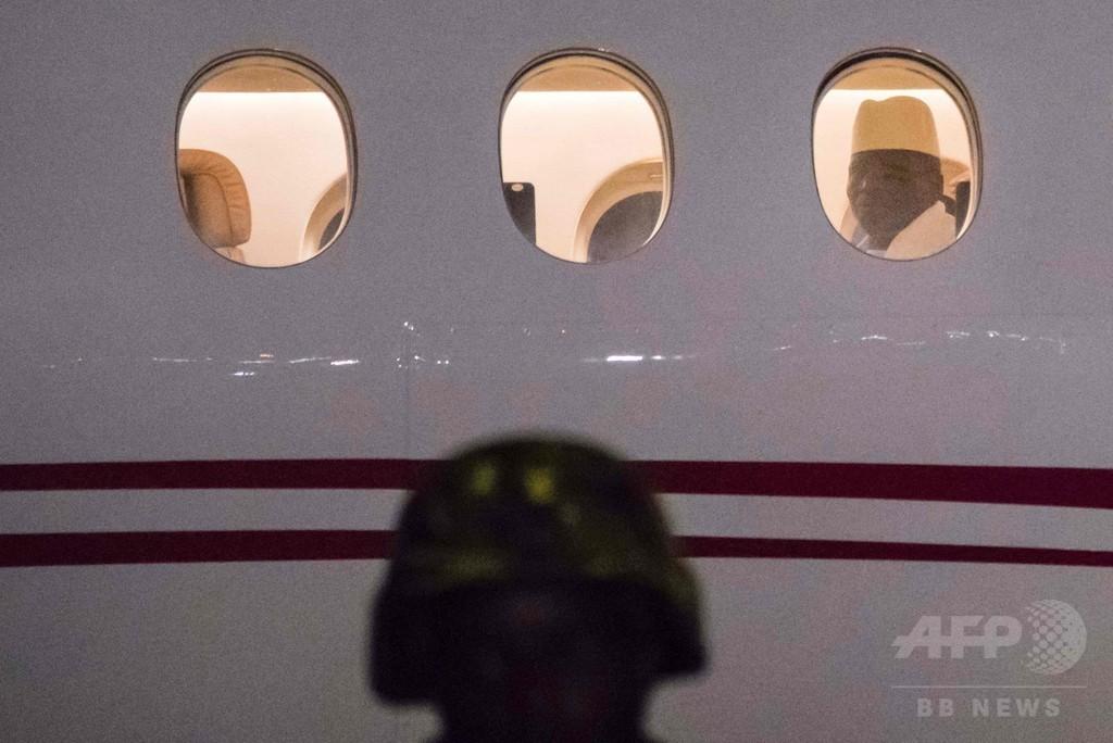 ガンビアのジャメ前大統領が出国、亡命先は赤道ギニア