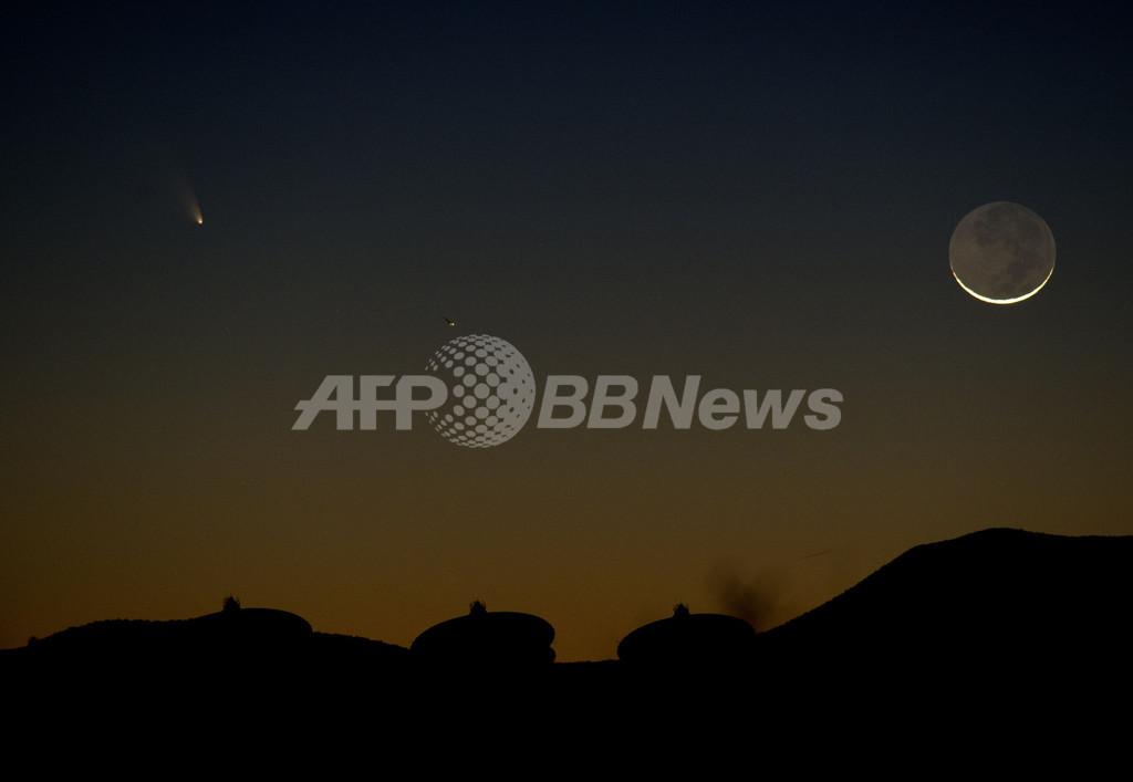 パンスターズ彗星、二日月と共演 米国