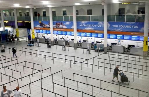 英旅行大手トーマス・クックが破綻、旅行者60万人足止め