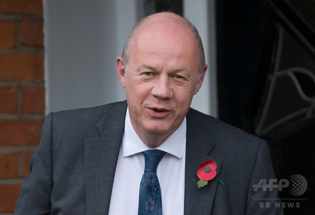 メイ英首相の盟友にセクハラ疑惑浮上、本人は否定も首相は調査指示
